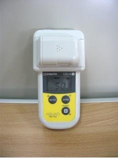 有効塩素濃度測定器AQ-102の写真