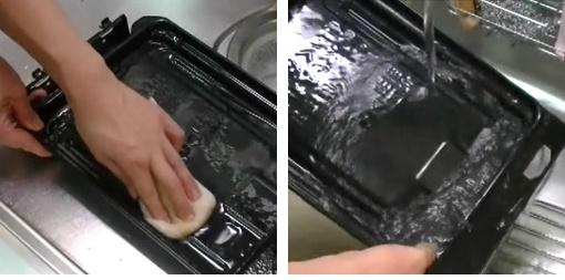 受け皿をスポンジで洗って水道水を流す